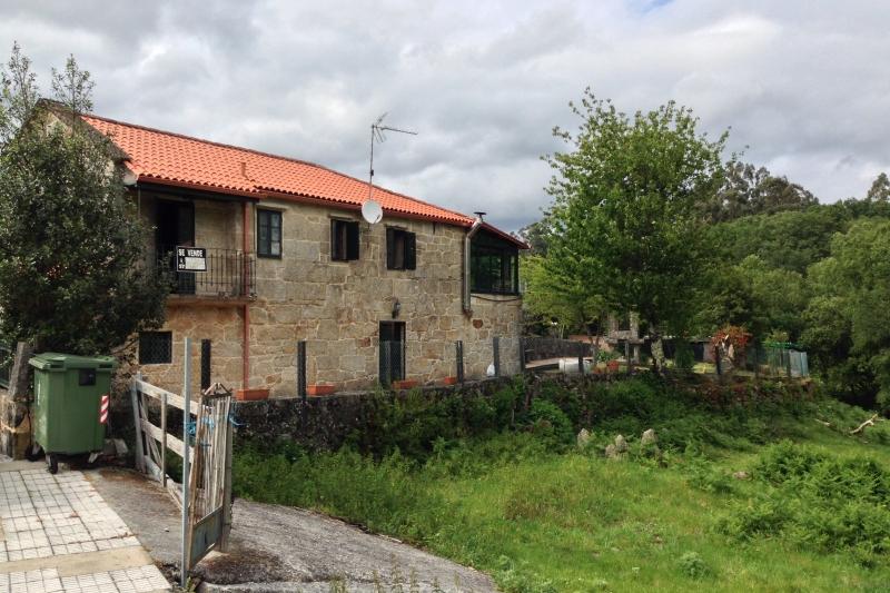 casa restaurada en a lama pontecaldelas